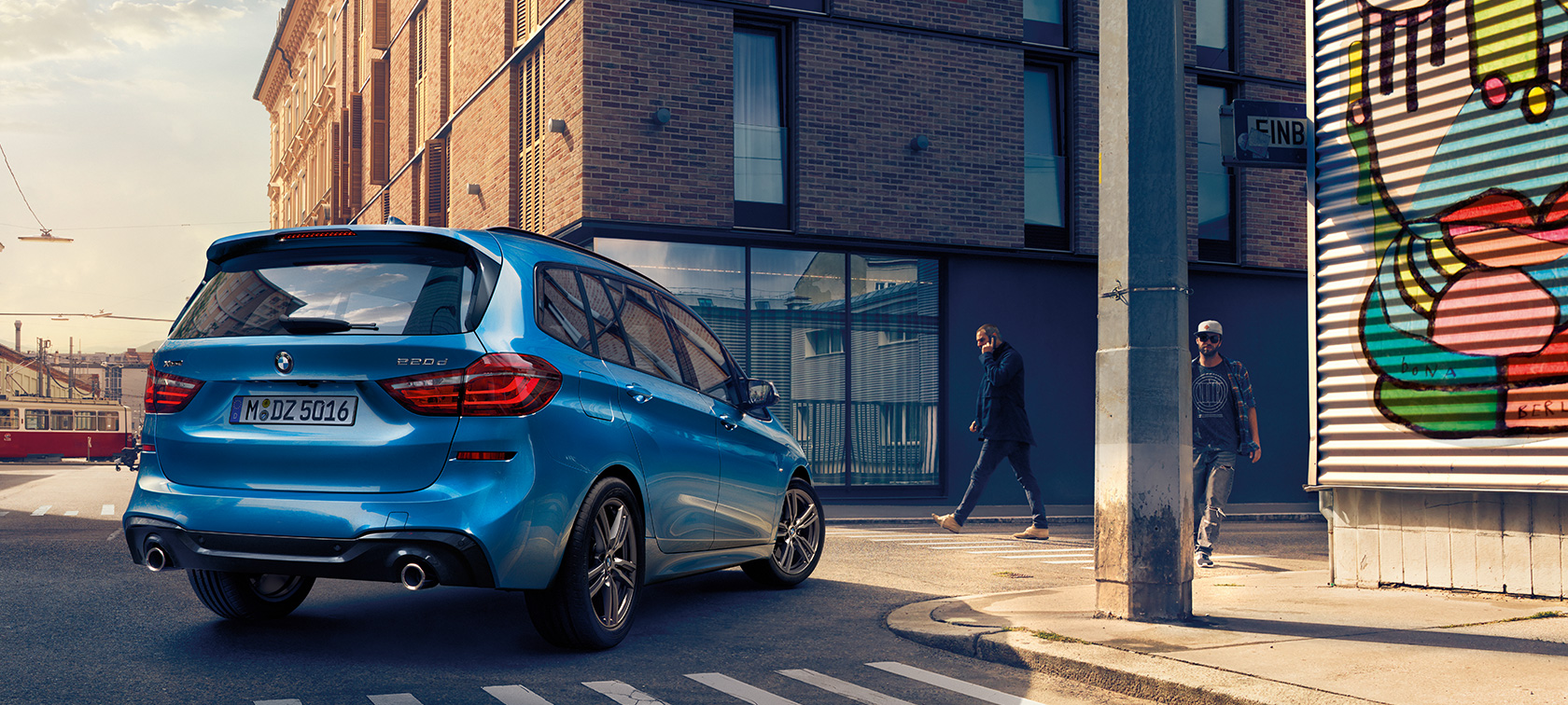 BMW 2 Serie Gran Tourer F46 Facelift 2018 Estoril Blau metallic bovenaanzicht parkerend