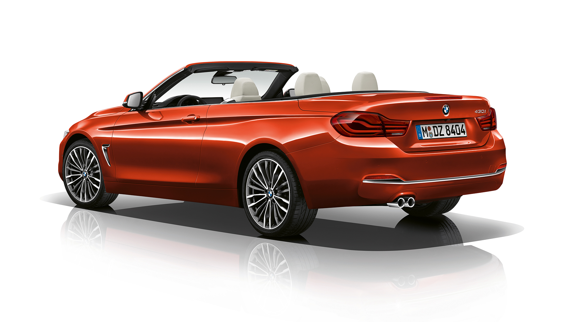 BMW 4 Serie Cabrio, Model Luxury Line driekwart achteraanzicht