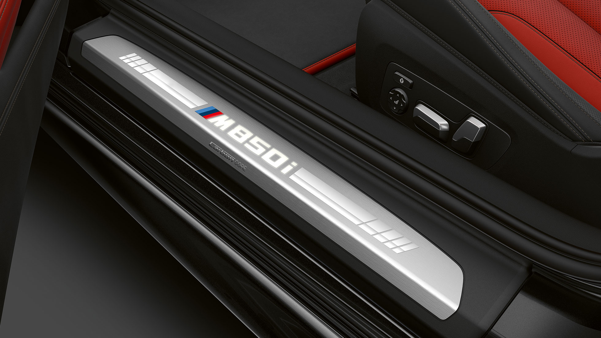 BMW M850i xDrive in Carbonschwarz metallic, dorpellijst.