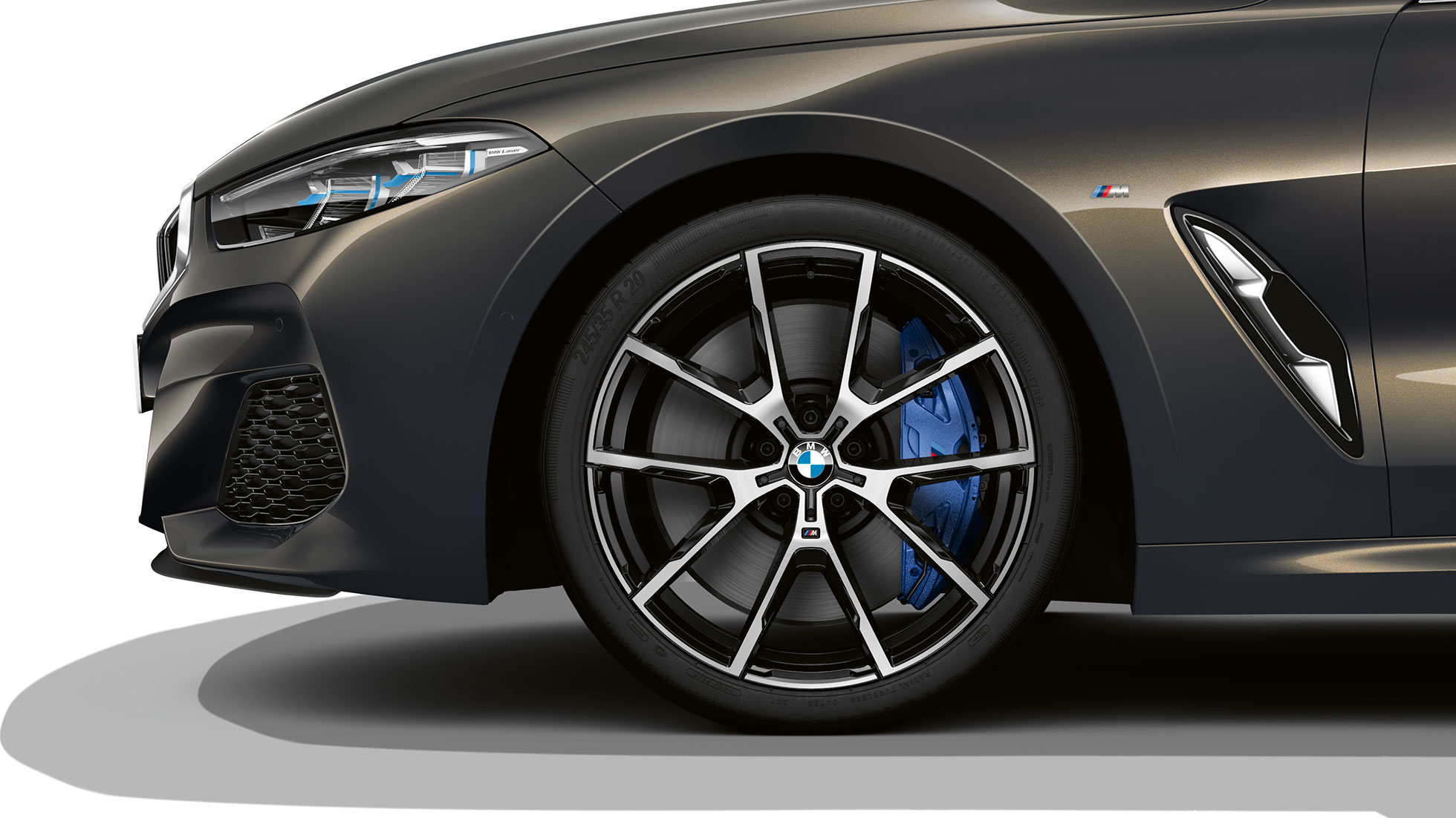 BMW M850i xDrive in Dravitgrau metallic, 20-inch lichtmetalen M wielen in Y-spaak styling 728 M.